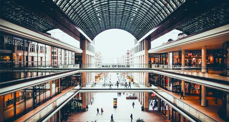Un grande centro commerciale dove fare acquisti a Berlino.
