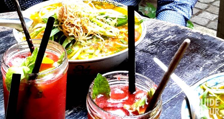 Piatti e bevande di un ristorante di cucina vietnamita a Berlino