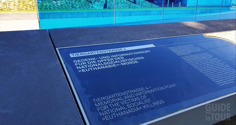 Pannello informativo del monumento di Berlino commemorativo per le vittime dell'operazione nazista T4.