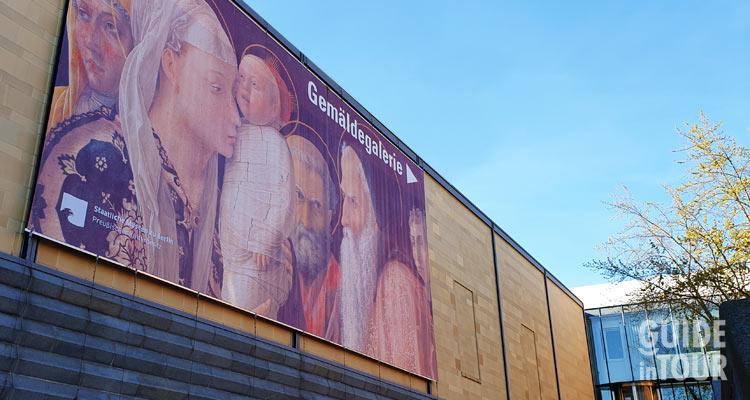 facciata della pinacoteca di Berlino, uno dei musei più importanti di Berlino.