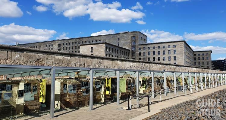 Foto della topografia del Terrore, uno dei monumenti della memoria più importanti di Berlino.