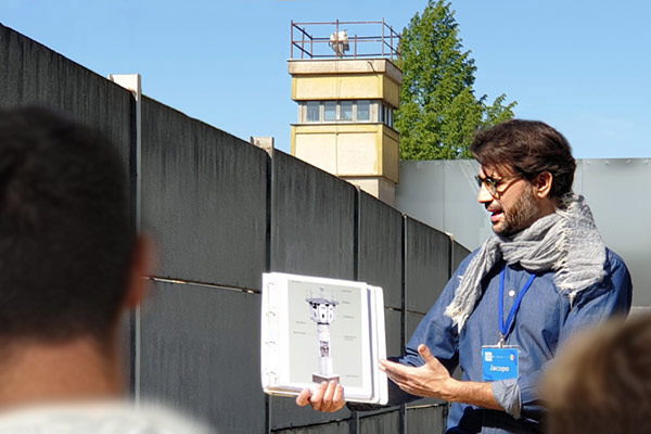 guida turistica nel tour Berlino orientale comunista e muro di Berlino