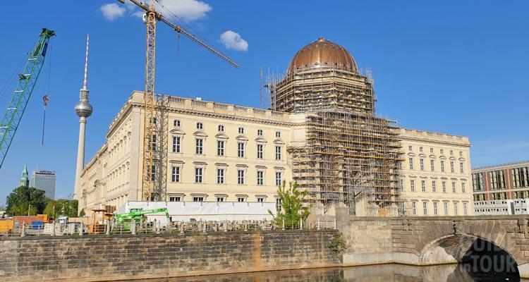 Il cantiere di costruzione dell'Humboldt Forum a Berlino sull'Isola dei Musei.