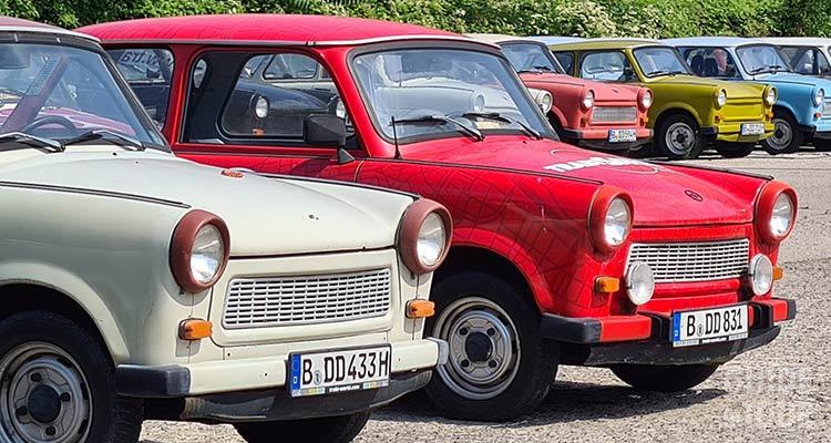La Trabant - Trabi è l'auto simbolo della Germania Est e di Berlino comunista. A Berlino puoi vederne molte parcheggiate.