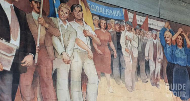 Murales di propaganda comunista di Berlino Est.