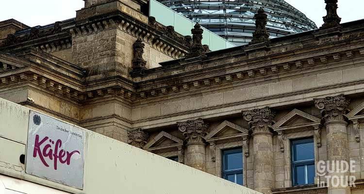 Accesso al ristorante Kaefer sulla cupola del Parlamento tedesco a Berlino.