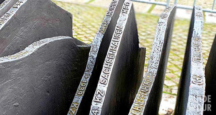 Una stele del Memoriale ai parlamentari tedeschi uccisi dai nazista al Reichstag a Berlino.