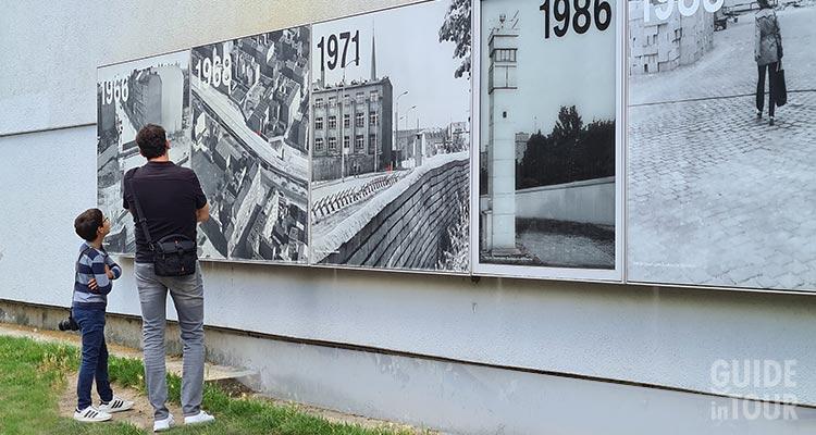 Tristi visitando il memoriale del Muro di Berlino.