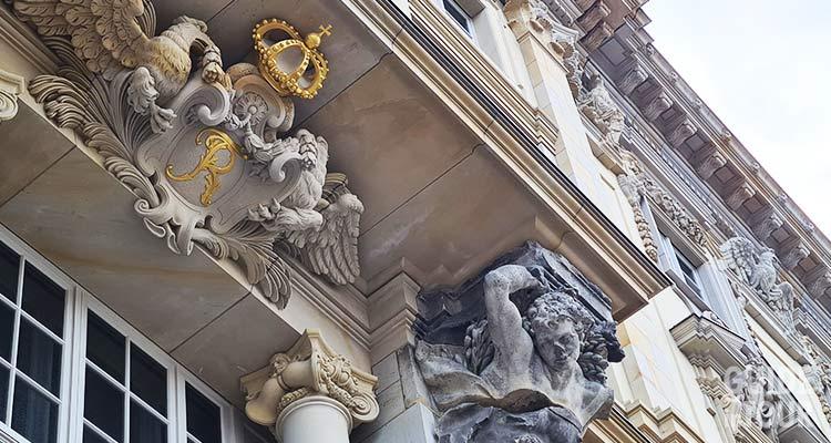 Un dettaglio della facciata barocca dell'Humboldt Forum di Berlino.