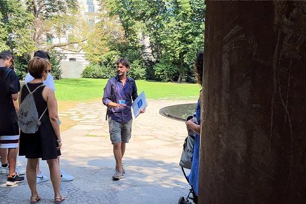 visita al Memoriale dei Sinti e Rom durante il tour di Berlino.