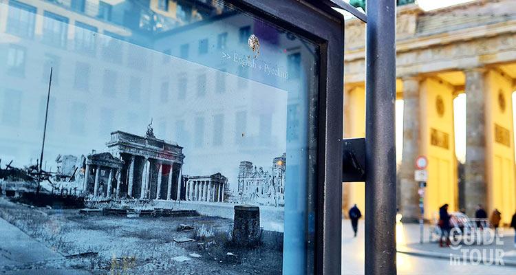 Foto sotica della Porta di Brandeburgo a Pariser Platz, l'inizio del viale Unter den Linden a Berlino.