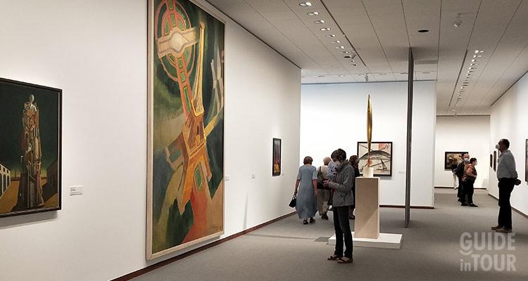 Esposizione di arte contemporanea alla Neue Nationalgalerie.